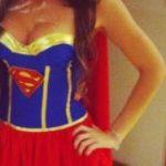 Supergirl sucht Supermann für Rollenspiele